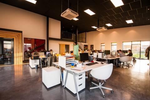¿Qué residuos peligrosos se generan en una oficina?